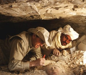 Nieuwsbrieven spreken onder andere over de opgravingen door José Manuel Galán