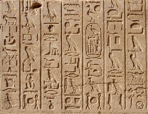 Reliëftekst uit de tijd van Thoetmoses III - Karnak. Hiervan bestaan tekstvertalingen